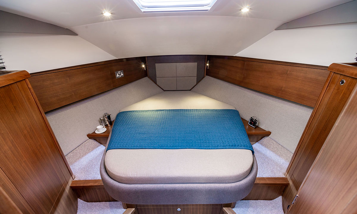 Haines 36 Offshore forward cabin