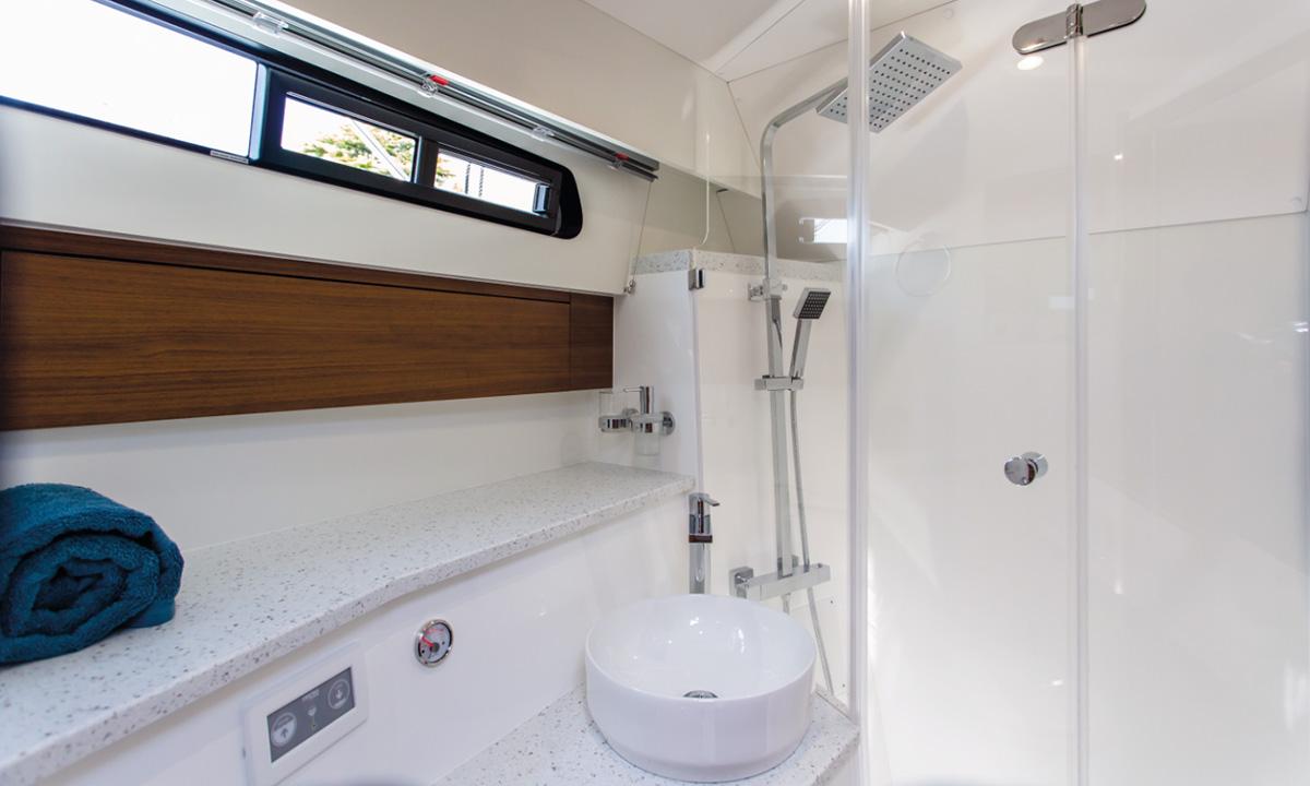 Haines 36 Sedan toilet / shower